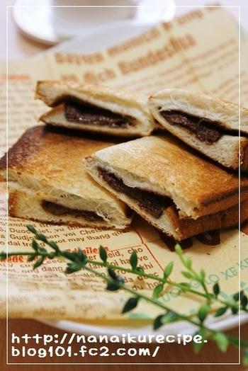 チョコを挟むだけの簡単スイーツホットサンドです。カリカリのパン&とろ~りチョコの組み合わせがたまりません。