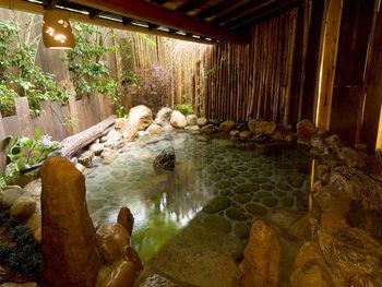 日本三大古泉を引いたラビスタ伊豆山のお湯。泉質はカルシウム・ナトリウム-硫酸塩化物泉でpHは8.3。神経痛や冷え性のほか美肌にも効果が期待できます。