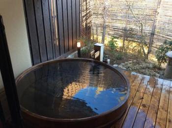 質・量とも恵まれた温泉は、大浴場、露天風呂、貸切風呂などが満喫できます。