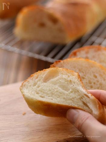 バゲットよりも中身の柔らかい部分が多く、もちもち食感がたまらない♪日本でいちばん好まれるフランスパンです。