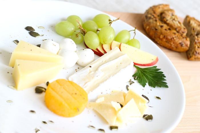 """チーズについておさらいしましょ! """"種類""""と""""相性の良い食事""""教えます。"""