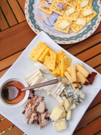 これはまだほんの一握り、チーズの種類はまだまだたくさん。でも、チーズのことを少し知ってみると、もっと色んなチーズを食べてみたいと思うはず。