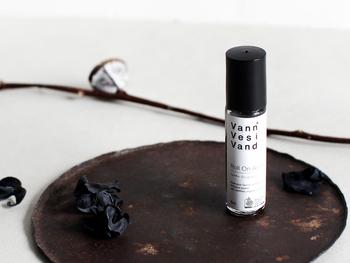 「ハーブの香り」 さまざまな種類のハーブやアロマをブレンドした香りは、ひとクセあるにも関わらず、世代を問わず愛されます。嗅げば気持ちを落ち着かせてくれる効果も。
