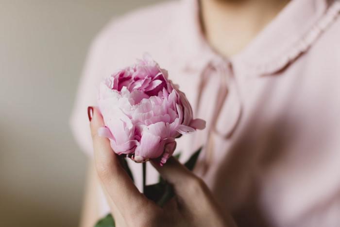 「オーガニックフラワーの香り」 ほんのりと優しく香る、オーガニックフラワー。女性らしさの中にも素朴なあたたかさを感じさせてくれる香りです。フローラル系の香りはちょっとかわいらしすぎる…と感じる人にもおすすめです。