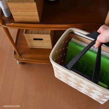 かごバッグを使えば、まずは持ち運びが便利になります。窓際や寝室などの読みたい場所まで、バッグを抱えたまま移動も可能◎
