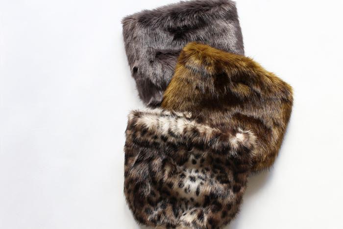 冬には見た目にも、身につけていても、温かさや柔らかさを感じさせてくれるファッション小物が素敵ですよね。この冬、ファーやボア素材のアイテムを新しく仲間入りさせた方も多いのではないでしょうか。そして定番のニット帽やウール素材のマフラー/ストールのお手入れ方法も纏めて紹介します。
