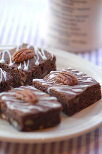 せっかくだから中身のチョコレートもシンプルな包装に合わせて、大人っぽいテイストに仕上げて。