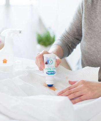 また手洗いの場合は、ぬるま湯を張った容器に洗濯洗剤を溶かして、優しく何度か押し洗いをしましょう。気になる汚れやシミがある場合は、デリケート素材専用のシミ抜き洗剤を予め馴染ませておくと綺麗に落ちますよ。