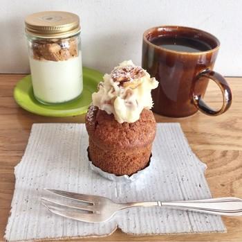 MERCI BAKEでは小さなケーキの上にクルミ入りのクリームが乗った「キャロットケーキ」も人気。こちらもインスタ映えしそうですね。