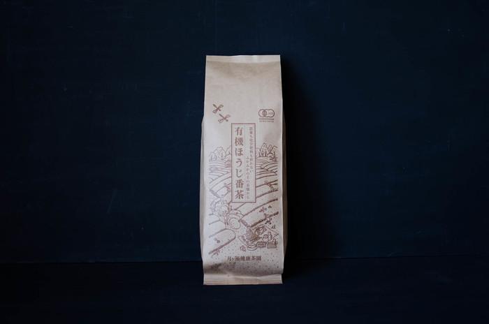 こちらは同じく有機栽培のほうじ茶です。貯蔵庫で一定期間熟成させた番茶をほうじ茶に仕立ててあります。カフェインレスで子供からお年寄りまで楽しめるスッキリとした香ばしい番茶です。