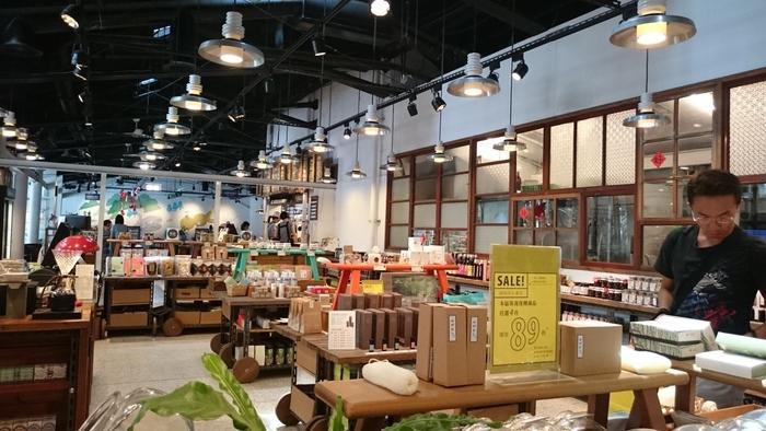 お茶やジャム、調味料に、自然派コスメなど、材料や成分にこだわって丁寧につくられたMIT(メイドイン台湾)の食品、生活雑貨がずらっと並びます。お土産探しにぴったりですね。