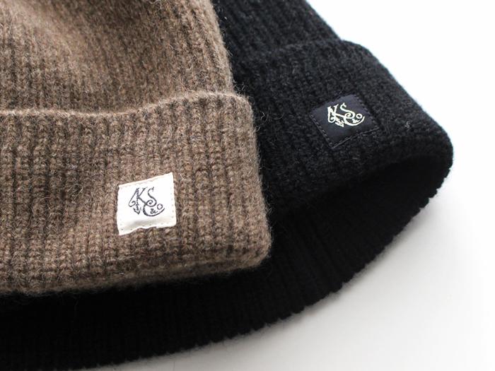 冬の間は定番のニット帽が大活躍してくれますよね。普段のお手入れには、ファブリックミストなどをたっぷりスプレーして、平らな場所で乾かすことで、きれいな状態をキープできます。
