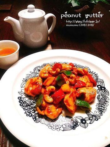 お肉にもお魚にも、さらにはサラダにもよく合うピーナッツバター。塗って焼いたり、ドレッシングに加えるだけで手軽に東南アジアの香りが楽しめます。