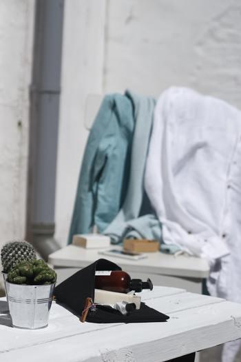 洗濯物は陽当りと風通しが良い場所に干すことで乾きが早くなりますが、気象条件が揃わない冬はむずかしいですよね。少しでも早く乾かすには、陽射しと風が生地の隅々まで当たりやすい環境を作ってやることがポイントです。