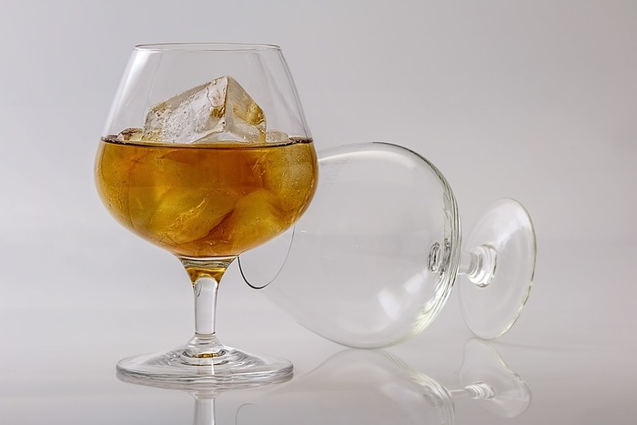 ストレートではちょっと飲みづらいという方には、アップルサイダーで割ってつくるコニャックアップルサイダーを。