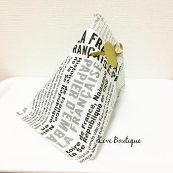 グラシンペーパーのような薄めの素材でできた「ラッピング袋」。手作りスイーツを渡す時でも、英字のクールなデザインだと男性に渡しやすいのがいいですね。