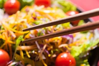 そろそろお箸を買い替える時期かもしれないと思われた方、今度のお箸は、せっかく毎日口に入れる大切な物なので、少しこだわって自分に合うお箸を見つけてみてはいかがでしょうか。