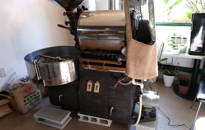 店主の大森さんはコーヒー業界にお勤めされていた方。独立にあたってこちらのマシンを譲り受けたとのこと。(筆者撮影)