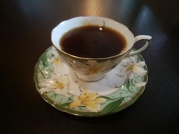 カフェでは、オリジナル『シモトブレンド』のほか、スペシャルティコーヒーを提供しています。ワッフルやトースト、パスタなど軽い食事のメニューも。
