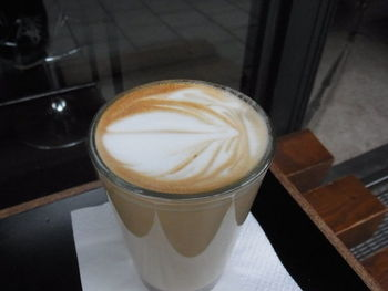 お気に入りのスペースを探して、こだわりの豆で淹れたコーヒーを心ゆくまでゆっくりと楽しみましょう。空間の魅力も相まって、旅の疲れが癒されるはず。