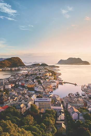 日本からは遠いノルウェーですが、一週間ぐらいのお休みがとれたら行ってみる価値は大いにあります。海外旅行を計画している人は、ぜひノルウェーも選択肢に入れてくださいね。