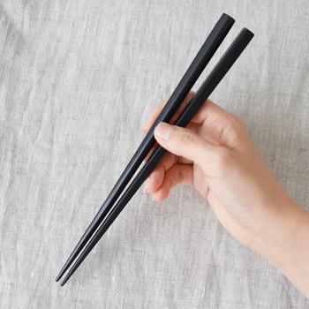 シンプルなデザインで使い勝手の良い食器や土鍋などのアイテムが揃っているSTUDIO M'(スタジオm)の天然木を使ったお箸。