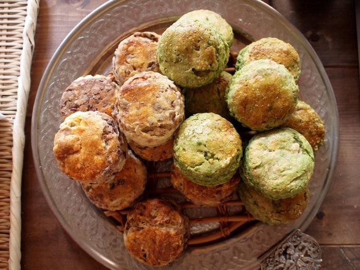 ■あんスコーン 小豆あんと抹茶白あんを使用したスコーン。 和のおやつならではの味わいある一品は、朝食に添えてもOK