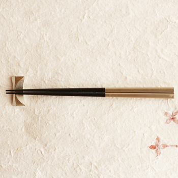 1908年、石川県山中温泉にて我戸木工所として創業し、近年では実用性とデザイン性の高さを併せ持つ漆器を数多く作りだしているた「我戸幹男商店」。