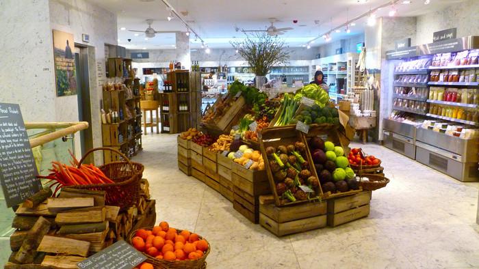 日本国内では高級スーパーやネット通販でないと手に入りにくい状況ですが、イギリスではあちこちで開かれているフードマーケットやオーガニック専門店をはじめ、ふつうのスーパーでも簡単にオーガニック食品を手に入れることができます。