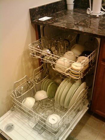 また、食器洗い機の使用も避けましょう。食器洗い機を使用すると高熱と衝撃や水分などにより、塗りが剥げやすくなったり、箸そのものにダメージを与えたりしてしまいます。