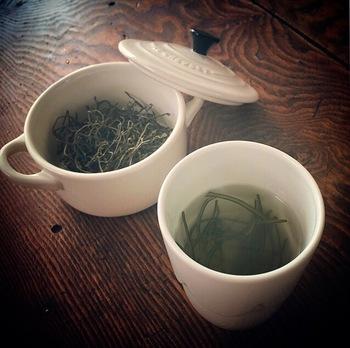 出汁をはじめとする和食には欠かせない食材の昆布ですが、便利なものがあふれる現代において、だんだんと需要が減ってきています。いま一度昆布のパワーを見直して、暮らしに取り入れてみませんか?