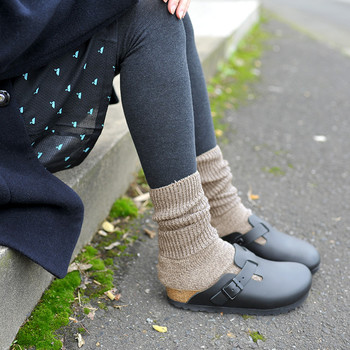 1895年 franz falke氏によってドイツで設立された靴下メーカーの「FALKE(ファルケ)」。ヨーロッパでは、心地よいフィット感と歩きやすさから、靴下の定番ブランドになっています。