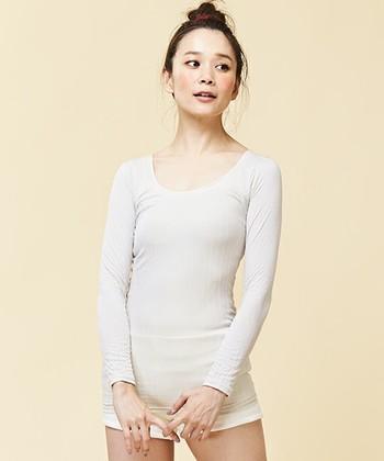 お気に入りのニットを着ようとしたところ、手持ちのインナーだと透けてしまったり着膨れしまったり・・ということはありませんか?今一度、インナーを見直しして寒い冬でも快適におしゃれを楽しみましょう!