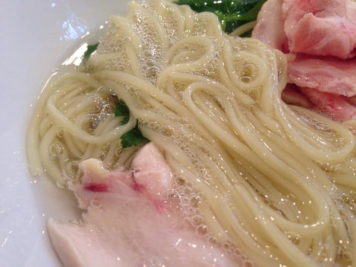 「泡がごめつけ麺」は、道南で採れる、ねばりの強さが特徴の「がごめ昆布」を使用。「フコイダン」をたっぷりと含む、がごめ昆布の滑らかな泡をまとった麺をつけ麺でいただきます。