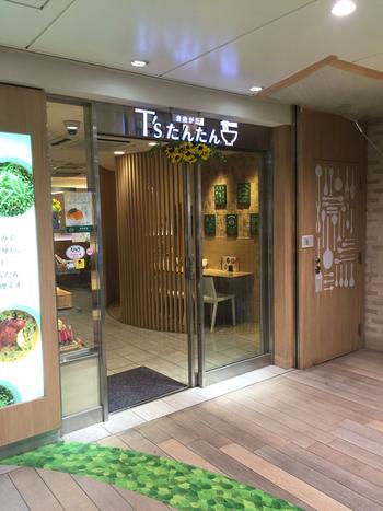 東京駅の改札内で、ヘルシーでおいしい食事なら、京葉ストリートにある「T's たんたん」がおすすめ。