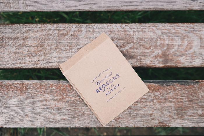 工夫次第で様々なラッピングが楽しめる紙袋。手軽に手に入る紙袋をちょっとだけアレンジして、素敵なプレゼントを贈りましょう♪自分でラッピングすれば、より想いが伝わるプレゼントになりますよ。