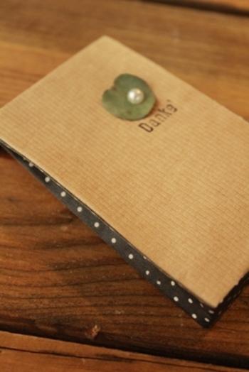 ポチ袋に少し厚みが欲しい時に役立つ、目からウロコのアイディア。これなら手持ちのポチ袋でも厚みのあるプレゼントが入りますね!マチ部分にはマスキングテープを貼るとさらにかわいくなります。