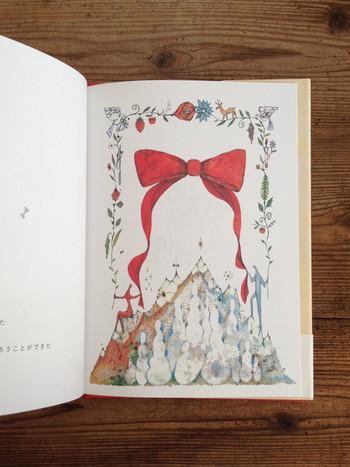 頁をめくるたび現れる福田利之さんのイラストは、じっと眺めていても見飽きないめくるめく美しさです。  「出会えた」ことのかけがえのなさを歌う言葉たちは、時に深く喜びあう気持ちを伝えてくれます。 結婚を控えた友人に贈っても喜ばれそう。