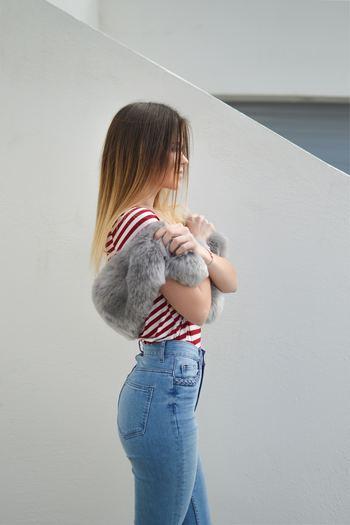 腰が前に傾き、反ってしまっているのが「反り腰」。壁に背中を付けたとき、腰と壁との間に隙間ができてしまう人は反り腰の可能性があります。足腰の痛みの原因になってしまったり、ぽっこりお腹の原因にも…。