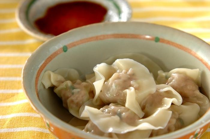 水餃子にすれば手作り皮のもちもち感をより楽しめます。白菜を先茹ですることが時短で仕上げるポイント。