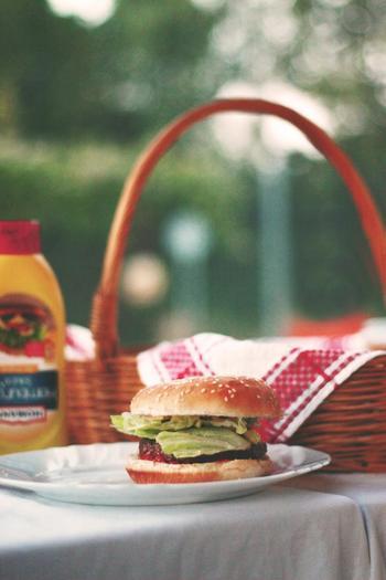 ハンバーガーなら食材を準備しておけば各自で自由に作ることができますね。自分で作れば美味しさも格別です。
