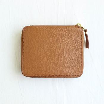 心まで軽くなる。お気に入りの「二つ折り財布」で荷物をコンパクトに♪