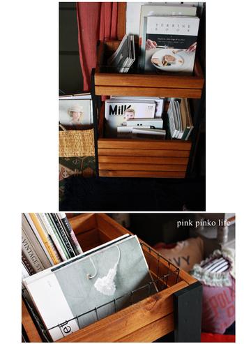 散らかりがちな雑誌や小物、リモコンなどは、すべてこのラックに収納すると、お部屋が見違えるようにすっきりします。木箱は、本など重いものもしまえるのもうれしいですね。