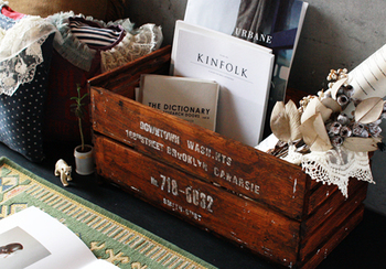100円ショップの木板だけを使った、初心者にも簡単なワインボックス風木箱。仕切りをはずせば、コンテナボックスに。本や洋服などなんでもどんどん入ります。