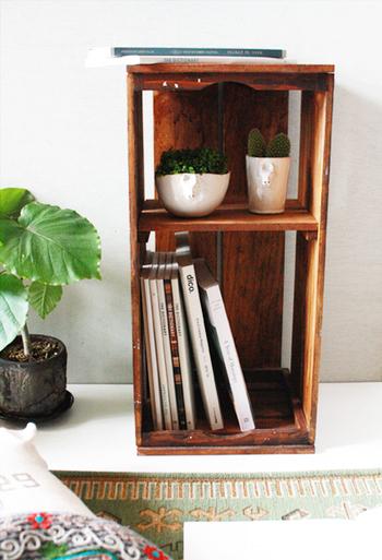 この木箱は、3way。コンテナとしてだけでなく、立てればこんなふうに2段ラックに。気分によって、簡単に使い方を変えることができます♪