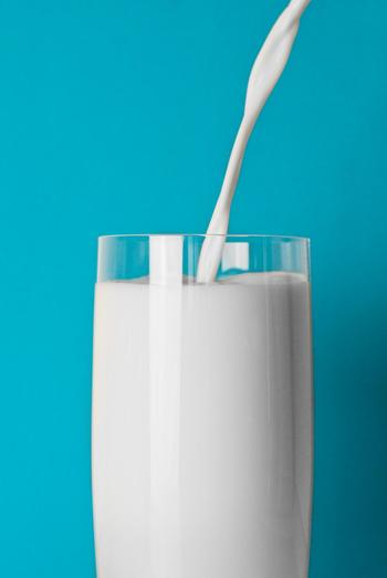 チーズの原料となる牛乳は栄養豊富。その牛乳の栄養成分を凝縮させたチーズはもちろん栄養たっぷり。チーズを作る時牛乳はチーズの重さの10倍の量を使うそう。ということはチーズを少し食べるだけでその10倍もの牛乳の栄養が得られているということですね。