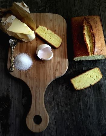 パウンドケーキは、一つのボウルにどんどん材料を入れて作っていく、初心者でも作りやすいケーキです。フルーツやナッツなど材料次第でまったく違った味が楽しめ、アレンジは無限大。一度ハマったら何度作っても、飽きることがありません。