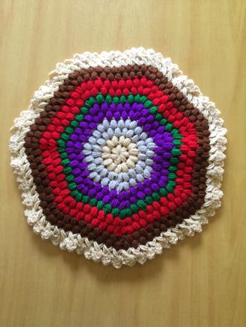 立体的な編み目が可愛い&あたたかそうです。このポコポコとした編み目は玉編みといいます。 そのほか、似た雰囲気のパプコーン編みもあるので、ふっくらした見た目にしたい場合は玉編みやパプコーン編みで編んでみてください。