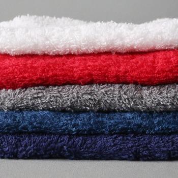蒸しタオルを顔全体に乗せて、毛穴の汚れをしっかりと浮かせましょう。角柱や黒ずみが取れやすくなるだけでなく、目の疲れもほぐれていきますよ。