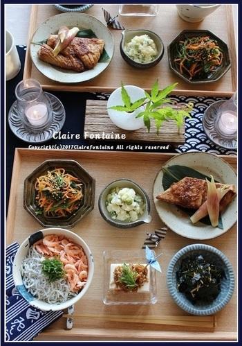静岡のご当地丼、駿河丼をメインに据えた、まごわやさしい定食。駿河丼はしらすと海老がたっぷりのって栄養満点。たまには、こんな豪華なバランス定食もいいですね。